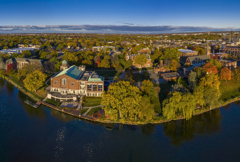 St_Norbert_College_on_Fox_River.jpg