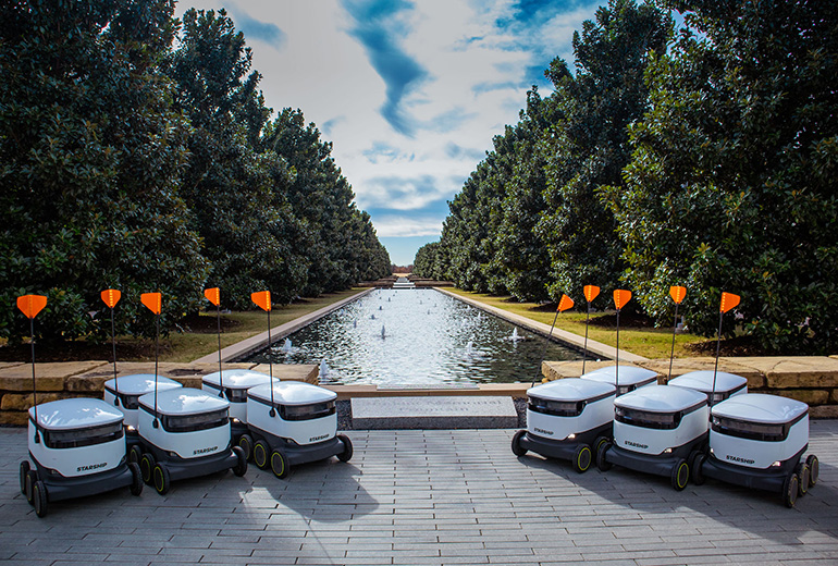 University-Texas-Dallas-robots-ready-to-make-deliveries.jpg