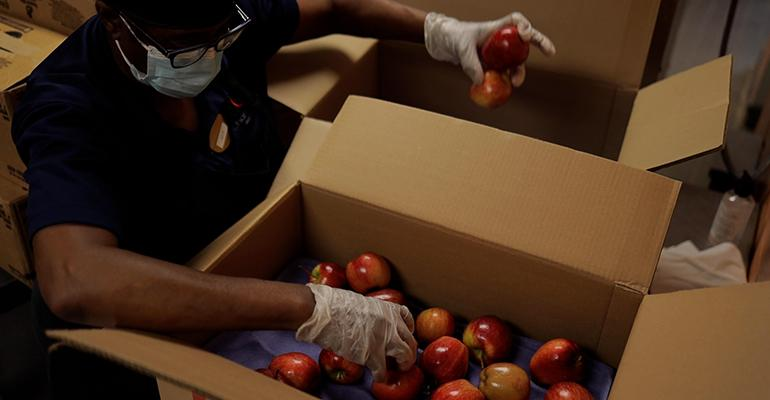 Chartwells_K12_New_Orleans_bulk_fruit_delivery.jpg
