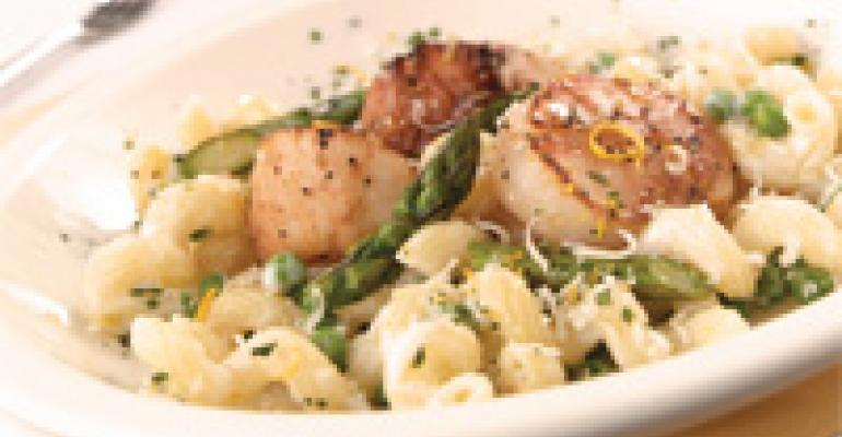 Pan-Roasted Scallops with White Cheddar Mac & Cheese, Grilled Asparagus & Lemon Gremolatta
