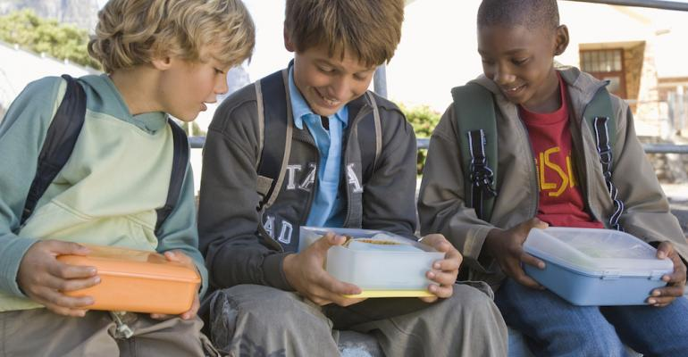 5 things: English schools charge fee for students bringing lunch