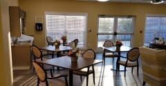 Murphy-rehab-Cardinal's-Nest-Alzheimers-dining.jpg