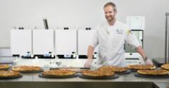 centerplate pizza robot.jpg