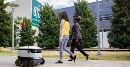 University-Texas-Dallas-robot-making-delivery_copy.jpg