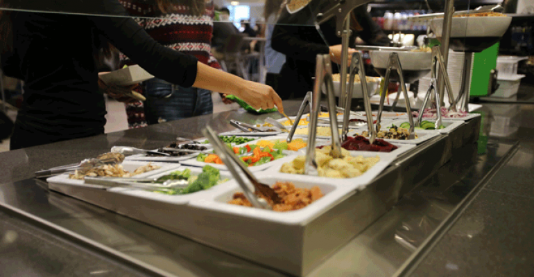 New high school cafeteria features college style menu for Amnagement bar cuisine